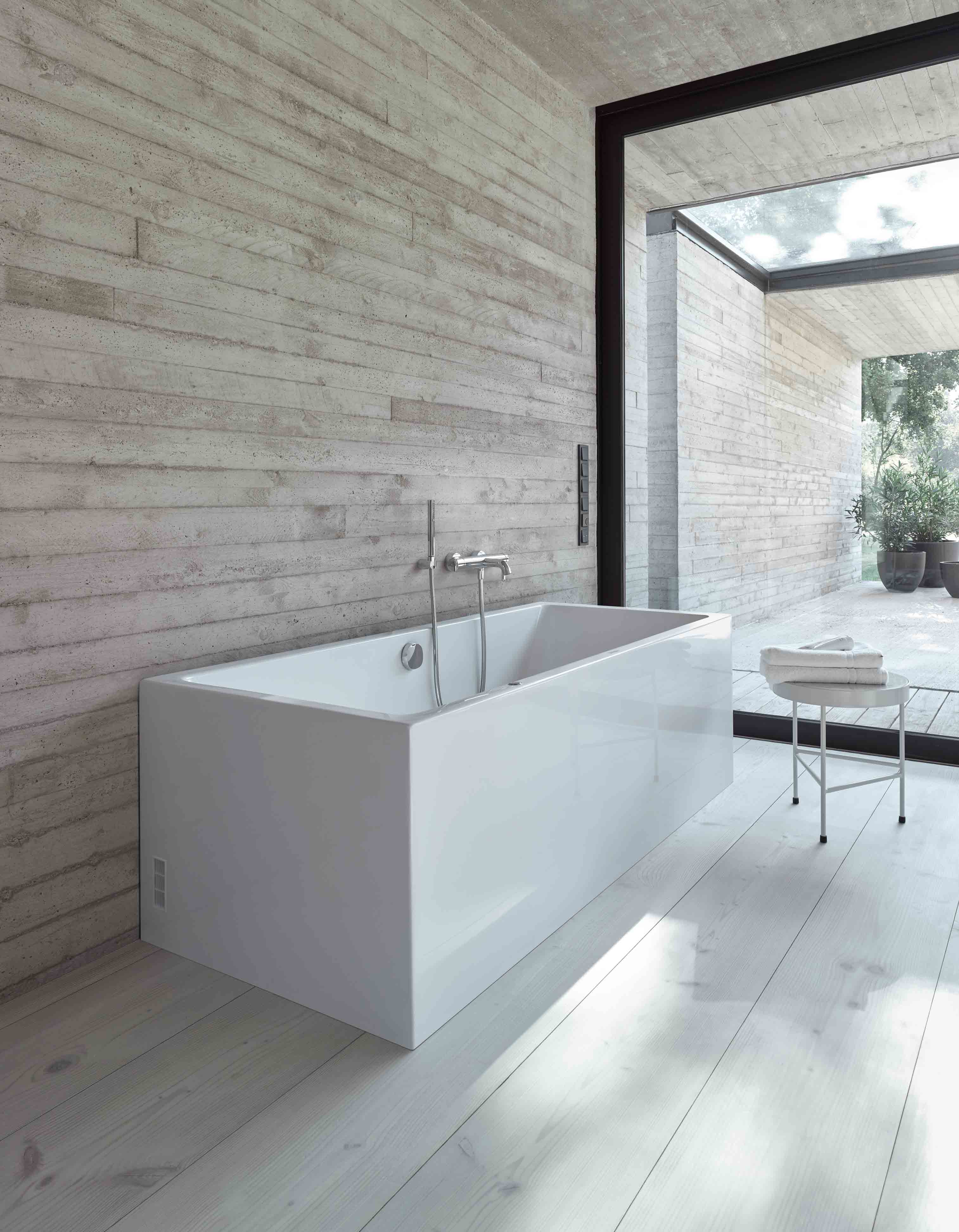 Subdued, Pure, Masterful: The Back To Wall Version Of The Vero Air Bathtub  Has A Powerful Effect.