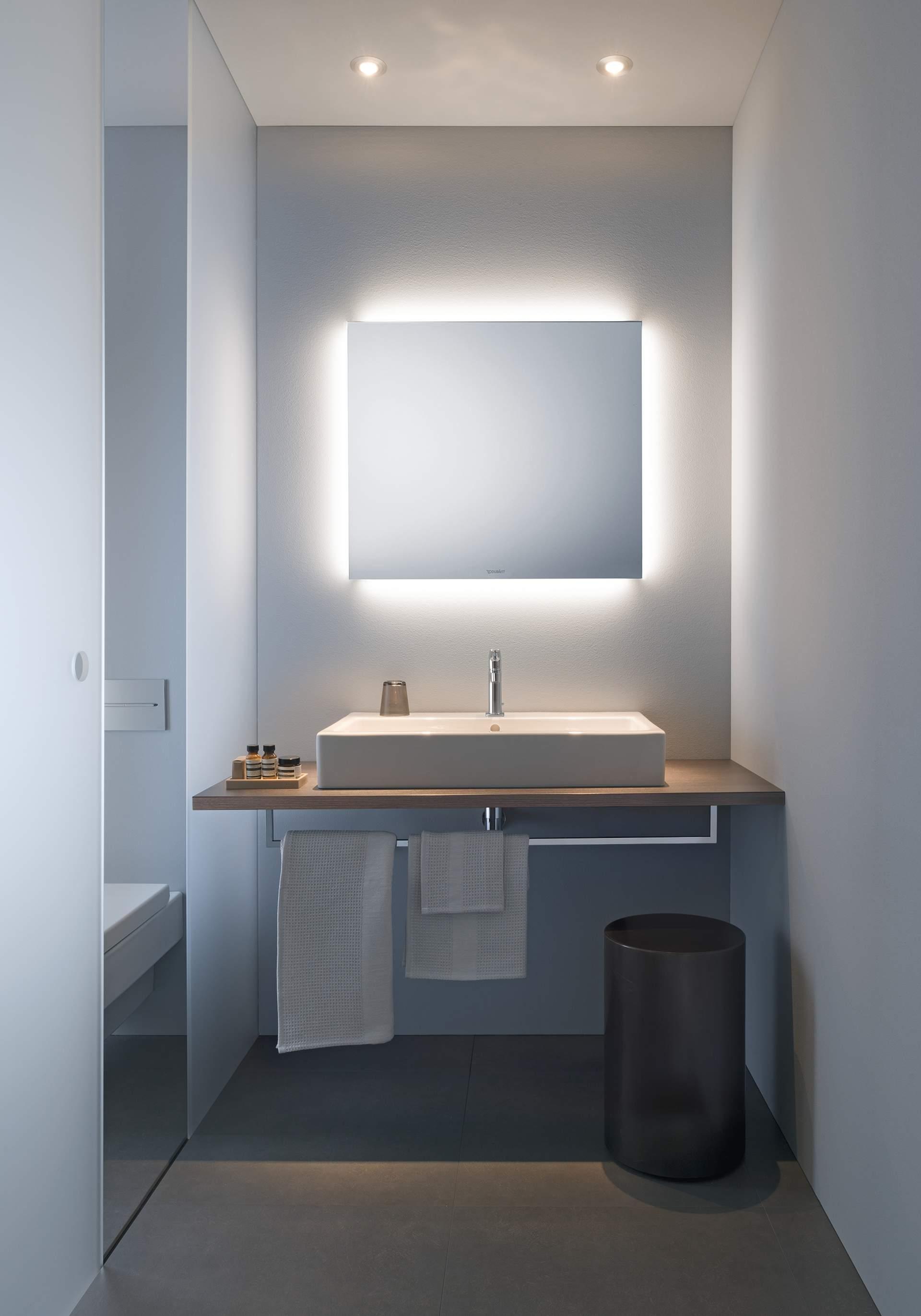 Choosing a suitable bathroom mirror